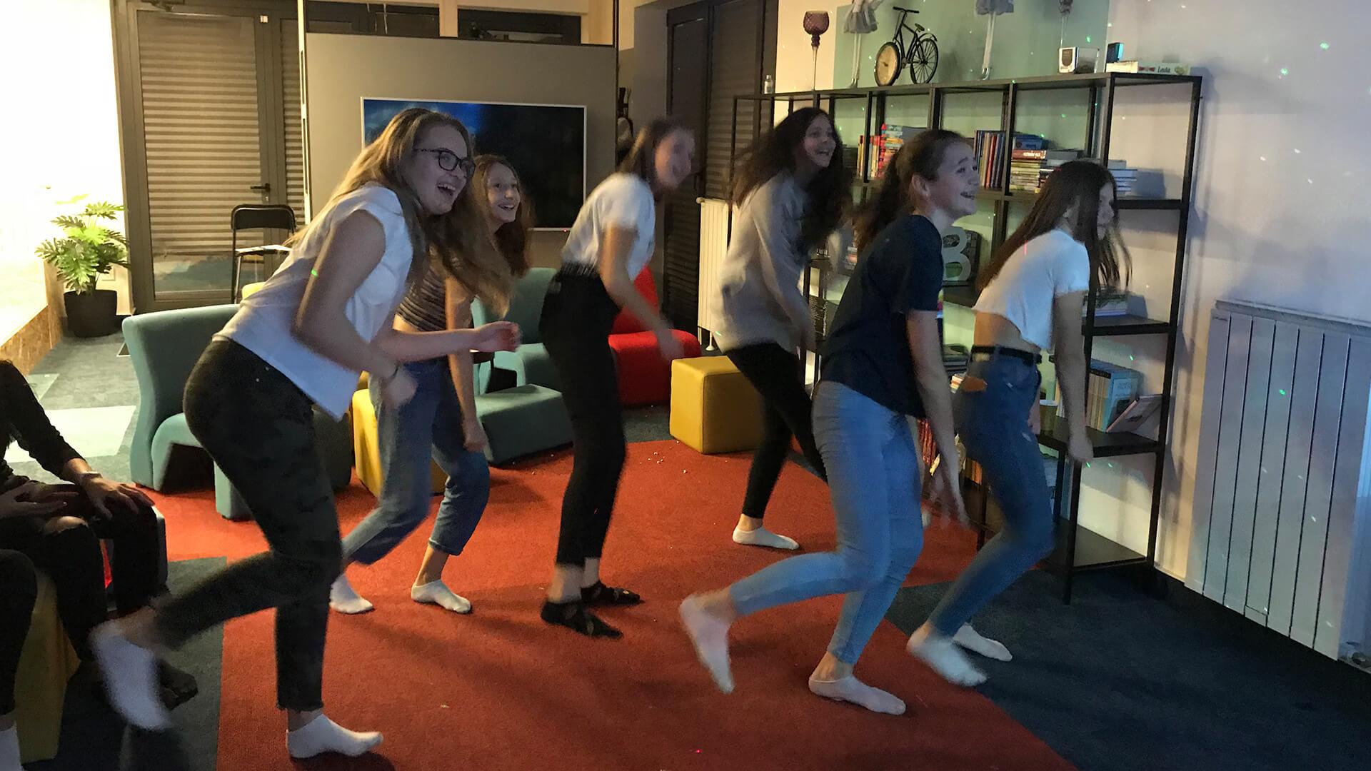Obrnuta učionica - Rođendani - Girls Dance