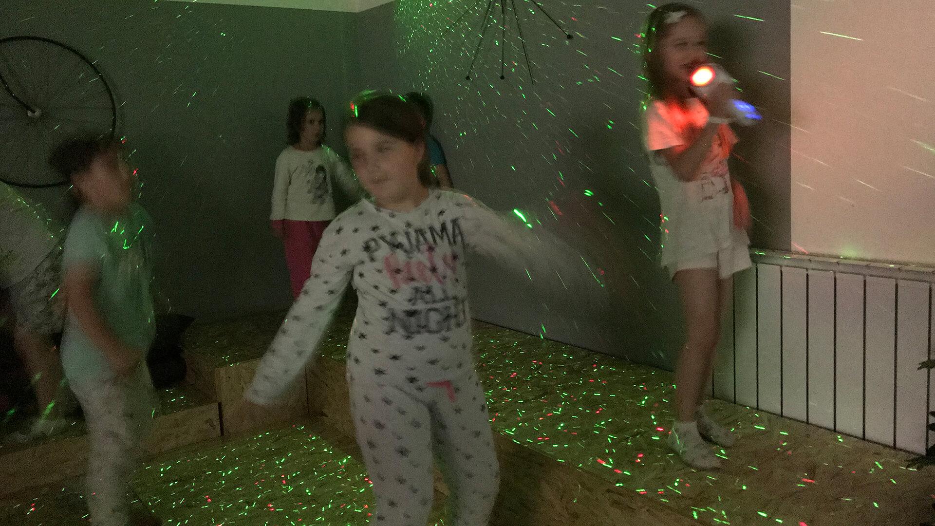 Obrnuta učionica - Rođendani - Pajamas Movie